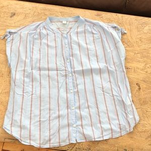 Blue blouse with red stripes